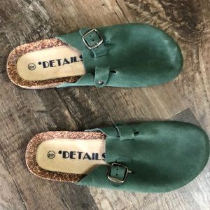 DETAILS Green Suede Leather Clogs